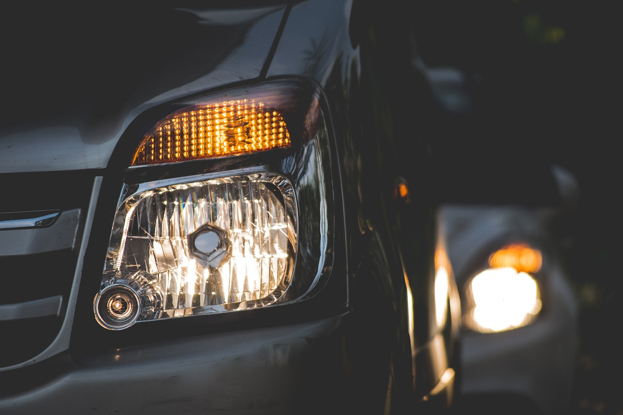 HID vs LED Headlights: Comparing Their Pros, Cons, And Upgrades