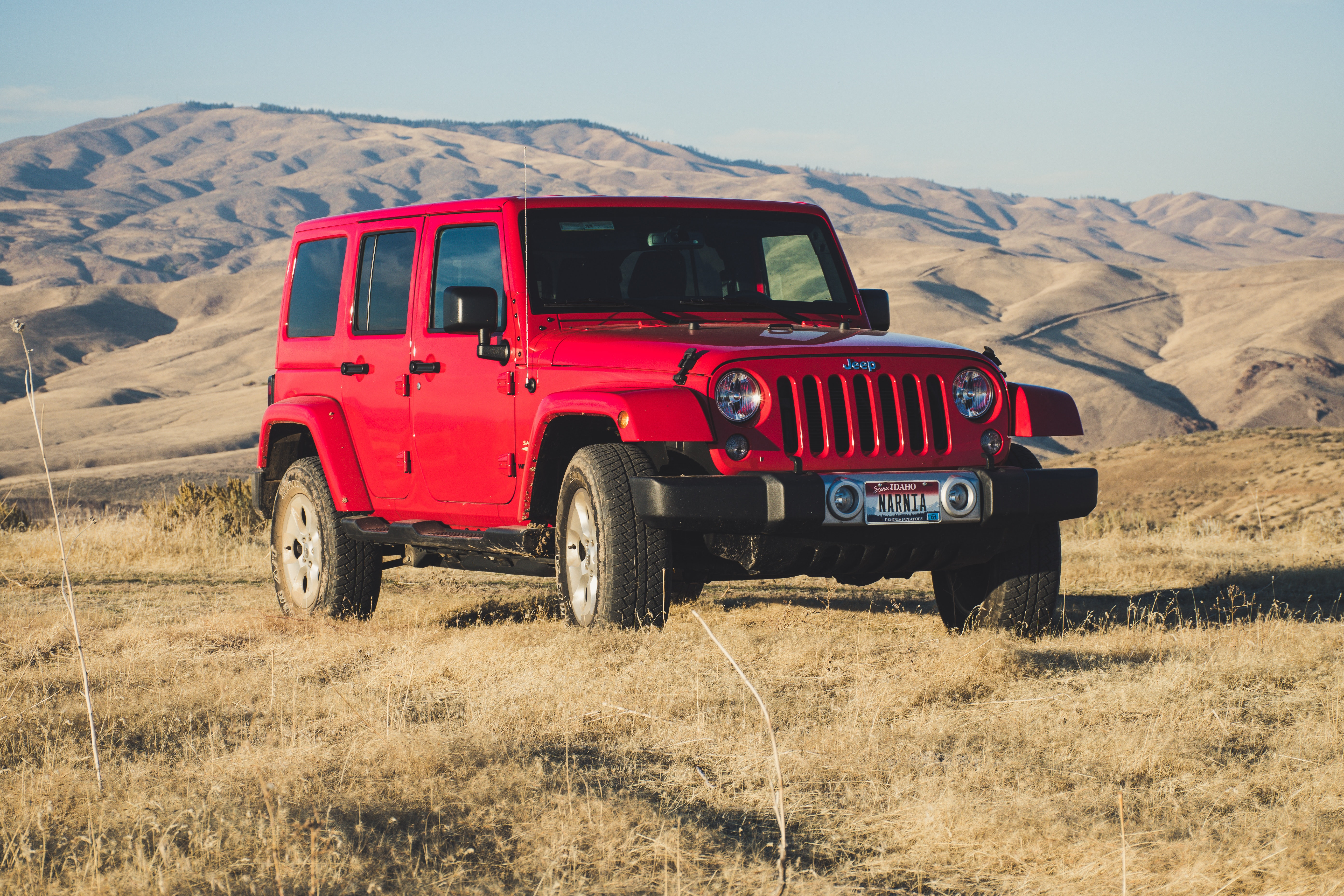 red jeep wrangler SUV on outdoors